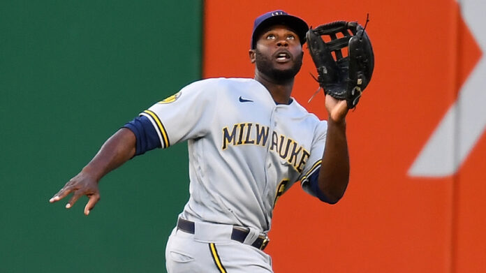 Brewers' outfielder Lorenzo Cain tracks down a flyball during a game against the Pittsburgh Pirates (Photo by Joe Sargent/Getty Images)